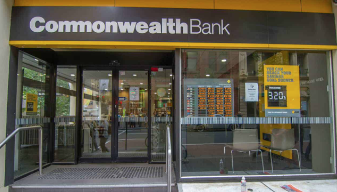 """We can see you"" Commonwealth Bank potrá interrompere i conti di alcuni utenti."